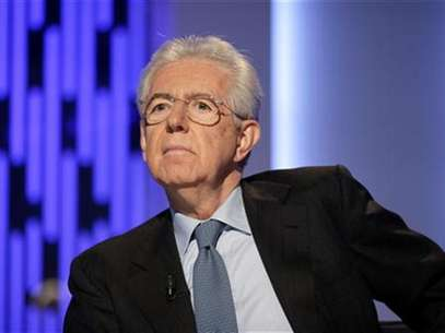 Italy's outgoing Prime Minister Mario Monti poses before the taping of the talk show &quot;Otto e mezzo&quot; (Eight and a half) at La7 television in Rome January 4, 2013. Foto: Max Rossi / Reuters
