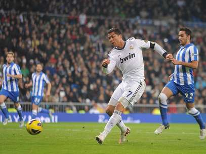 Cristiano Ronaldo of Real Madrid CF scores his team's 3rd goal during the La Liga match between Real Madrid CF and Real Sociedad de Futbol at estadio Santiago Bernabeu on January 6, 2013 in Madrid, Spain. Foto: Getty Images