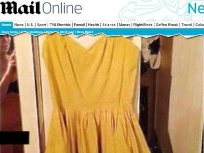 Jovem não reparou que seu corpo, só de sutiã e sem calcinha, aparecia na foto que ilustrava o anúncio Foto: Daily Mail / Reprodução