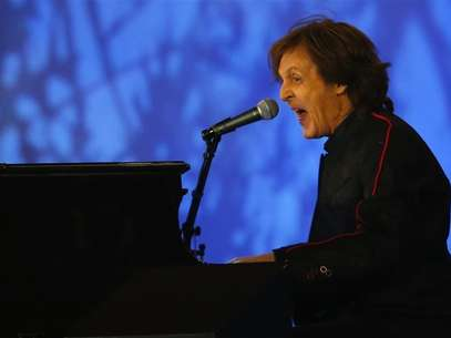 Musician Paul McCartney performs during the opening ceremony of the London 2012 Olympic Games at the Olympic Stadium July 27, 2012. Foto: Mike Blake / Reuters