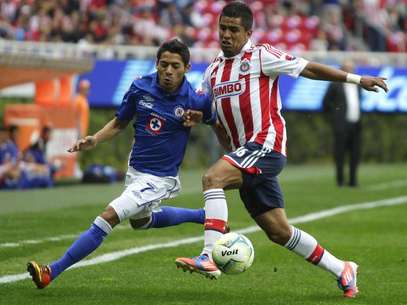 Chivas could do no better than a 1-1 draw agfainst 9-man Cruz Azul. Foto: Mexsport