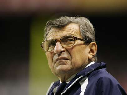 Community residents want to hold a vigil for former head coach Joe Paterno on the one-year anniversary of his death. Foto: AP in English