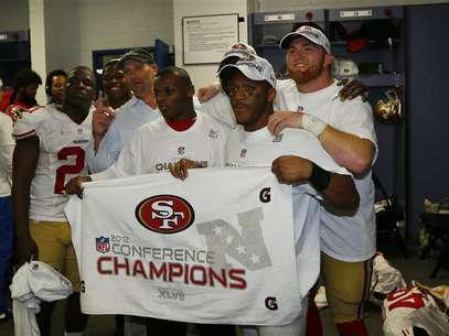 Members of the San Francisco 49ers pose in locker room with NFC championship banner after they defeated the Atlanta Falcons in the NFL NFC Championship football game in Atlanta, Georgia January 20, 2013. Foto: Jeff Haynes / Reuters