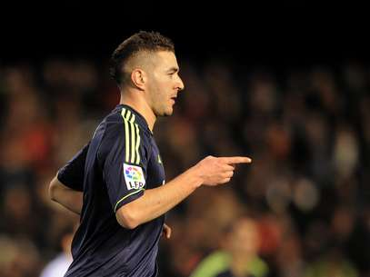Karim Benzema of Real Madrid CF celebrates after scoring his team's opening goal during the Copa del Rey Quarter Final, 2nd leg match between Valencia CF and Real Madrid CF at estadio Mestalla on January 23, 2013 in Valencia, Spain. Foto: Getty Images
