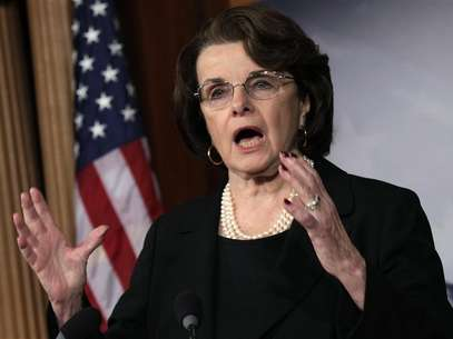 U.S. Senate Intelligence Committee Chairman Senator Dianne Feinstein (D-CA) speaks to the media on NRA/assault weapons on Capitol Hill in Washington, December 21, 2012. Foto: Yuri Gripas / Reuters