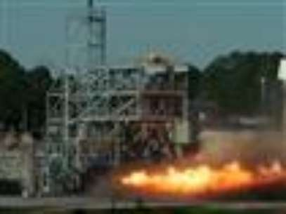 NASA rocket scientists in Alabama are testing an old engine that was designed for the 1969 moon mission. They're trying to see what the old technology can teach them, as they prepare for a return to the moon. (Jan. 25)  Foto: AP