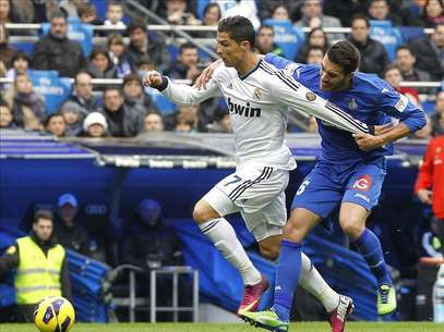 4-0. Cristiano, con tres goles, impone la lgica ante el Getafe Foto: Agencia EFE /  EFE 2013. Est expresamente prohibida la redistribucin y la redifusin de todo o parte de los contenidos de los servicios de Efe, sin previo y expreso consentimiento de la Agencia EFE S.A.
