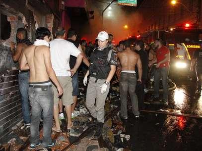 O Corpo de Bombeiros acredita que o fogo teria iniciado com um sinalizador Foto: Deivid Dutra / Agência Freelancer