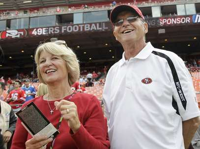 Jack and Jackie Harbaugh figure to be two of the stars of CBS' Super Bowl coverage next Sunday. Foto: AP in English