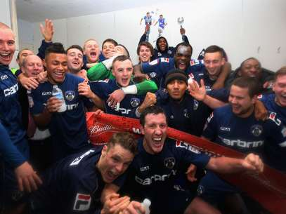 Oldhham Athletic pplayers celebrate after they eliminated Liverpool in the 4th round of the FA Cup. Foto: Getty