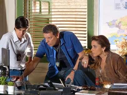 O trio tenta investigar gravações e descobrir o paradeiro de Morena Foto: TV Globo / Divulgação