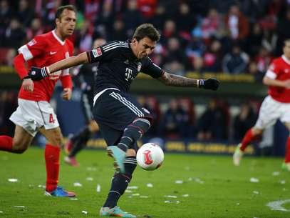 Mandzukic foi o destaque de mais uma vitória do Bayern de Munique, com dois gols Foto: Reuters