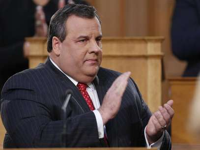 New Jersey Governor Chris Christie claps while giving his State of the State address in the assembly chamber in Trenton, New Jersey, January 8, 2013. Foto: Carlo Allegri / Reuters