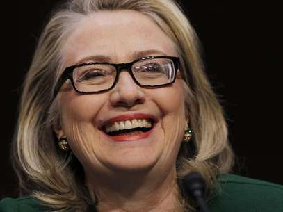 U.S.Secretary of State Hillary Clinton sits down to testify on the September attack on U.S. diplomatic sites in Benghazi, Libya during a hearing held by the U.S. Senate Foreign Relations Committee on Capitol Hill in Washington January 23, 2013. Foto: Kevin Lamarque / Reuters
