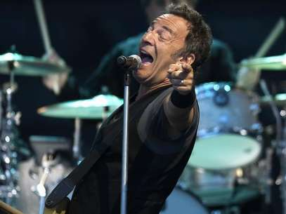 "U.S. musician Bruce Springsteen performs with the E. Street Band during a tour to promote their latest album ""Working on a Dream"", at Zorrilla stadium in Valladolid August 1, 2009. Foto: Felix Ordonez / Reuters"