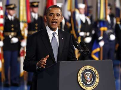 U.S. President Barack Obama speaks at the Armed Forces Farewell Tribute in honor of Defense Secretary Leon Panetta at Joint Base Myer-Henderson in Washington February 8, 2013. Foto: Kevin Lamarque / Reuters