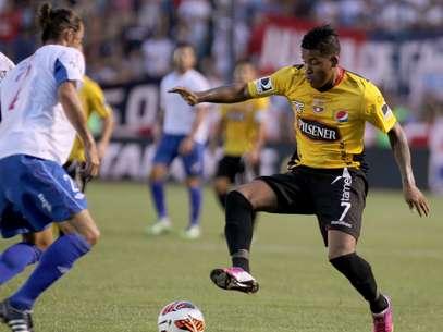 Nacional-URU e Barcelona-EQU fizeram jogo emocionante até o fim Foto: EFE