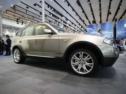 The X5 all terrain car of German carmaker BMW is on display at the international car show IAA in Frankfurt September 12, 2007. Foto: Christian Charisius / Reuters