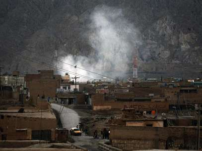 Smoke rises after a bomb attack in a Shi'ite Muslim area of the Pakistani city of Quetta February 16, 2013. Pakistan's Lashkar-e-Jhangvi, which intelligence officials say has become a major security threat, claimed responsibility for the sectarian attack on Shi'ites which killed 47 people in the city of Quetta on Saturday. Foto: Naseer Ahmed / Reuters
