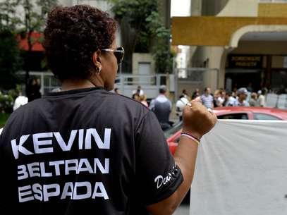 Corintianos protestam em frente à embaixada boliviana na Avenida Paulista pela libertação de companheiros presos Foto: Marcelo Pereira / Terra
