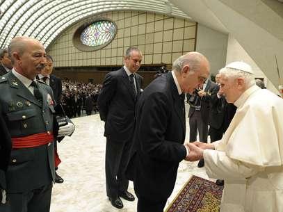 El Papa saluda a Jorge Fernández Díaz Foto: INTERIOR