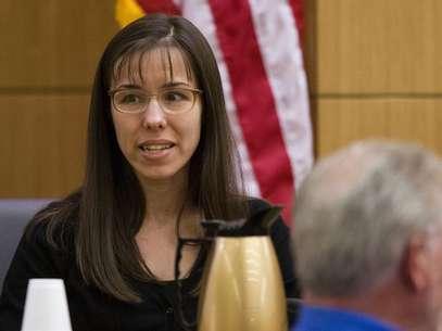 Jodi Arias puts her arm around defense attorney Jennifer Willmott (R ...