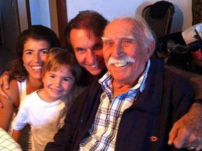 """Emerson fez uma pequena homenagem a seu pai: """"muitas saudades meu pai querido! Obrigado por tudo que vc fez para a nossa familia!"""" Foto: Reprodução/Instagram"""
