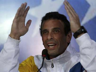 Venezuela's opposition leader and presidential candidate Henrique Capriles gestures during a news conference in Caracas March 11, 2013. Foto: Tomas Bravo / Reuters