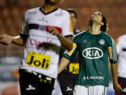 Valdivia perderá também dois jogos pela seleção chilena Foto: Bruno Santos / Terra