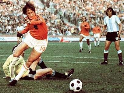 Johan Cruyff revolucionó el futbol en la década de los 70. Foto: Reproducción Terra