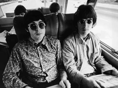 Paul McCartney y George Harrison en 1966. Foto: Getty Images