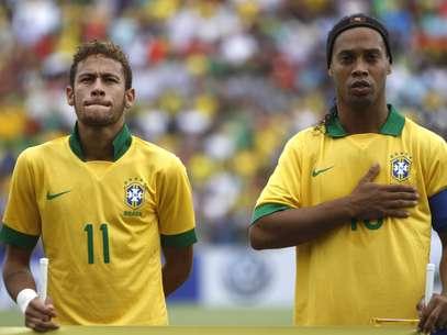 Neymar e Ronaldinho foram exaltados após amistoso Foto: AP