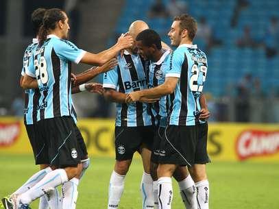Jogadores comemoram único gol gremista na vitória diante do Cerâmica Foto: Lucas Uebel / Grêmio FBPA / Divulgação