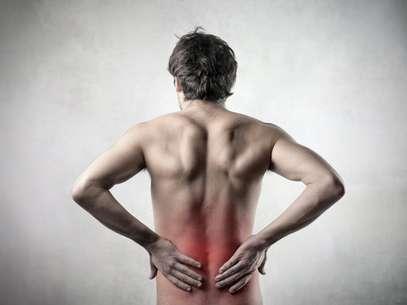 O principal sintoma do cálculo renal é a cólica renal, uma dor aguda nas costas Foto: Getty Images