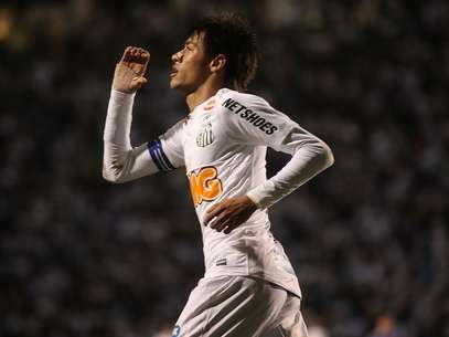 Neymar was a one-man demolition for Santos in the paulista tournament.  Foto: