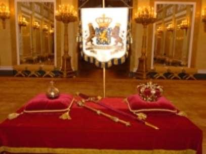 Estas serán las insignias sobre las que seráinvestido Guillermo Ifrente a una mesa en la que se despositarán el cetro, el globo imperial, la espada real y el estandarte, con el escudo holandés. Foto: www.koninklijkhuis.nl