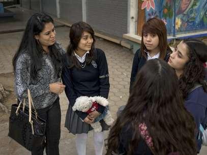 La interacción social aumenta la capacidad intelectual, sugiere otro estudio. Foto: EFE en español