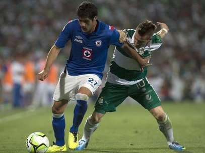 Cruz Azul proved to be too much for Santos in a resounding 3-0 win.  Foto: Mexsport