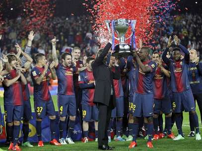 Tito y Abidal, levantando el trofeo Foto: 