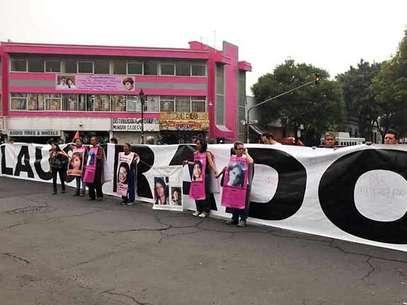 Las familiares de mujeres desaparecidas marcharon por calles del DF antes de realizar su clausura simbólica de la Segob. Foto: Oscar Mireles / Terra