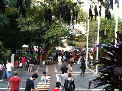 Manifestantes entram no pátio da Câmara dos Vereadores depois de marcha Foto: Fernando Diniz / Terra