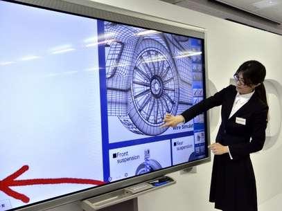 Las pantallas táctiles cuentan con cada vez mayor número de aplicaciones. Foto: AFP