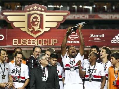No último sábado, São Paulo surpreendeu ao bater Benfica e levar a Copa Eusébio Foto: EFE