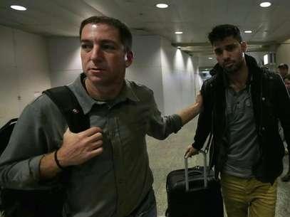 David Miranda (direita) divulgou a carta escrita por Snowden nesta terça-feira Foto: Ricardo Moraes / Reuters