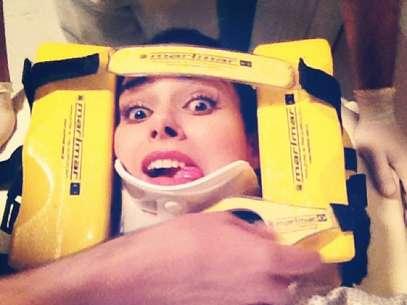 Fernanda Machado publicou uma foto de sua personagem, a vilã Leila, imobilizada Foto: Reprodução/Instagram