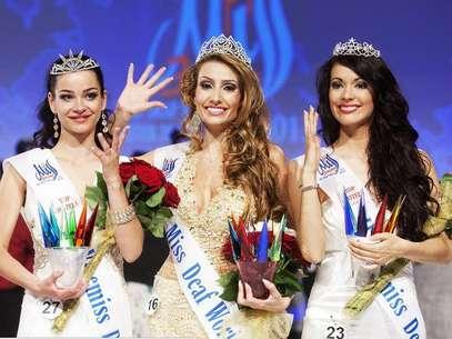 Thaisy posa na premiação da Miss Surda Mundo, em Praga, na Europa Foto: Arquivo Pessoal