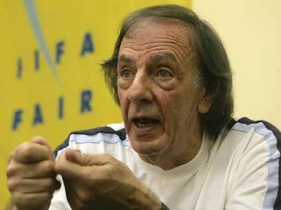 Cesar Luis Menotti não crê que o Brasil conquiste o hexa em 2014 Foto: AFP