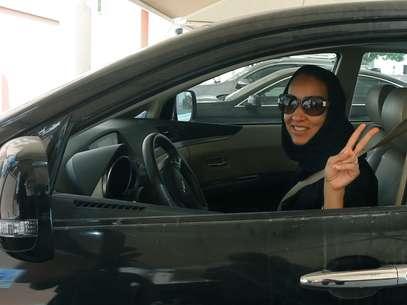 Manal al-Sharif esteve presa durante nove dias em maio de 2011 por ter publicado um vídeo de si mesma dirigindo Foto: AFP