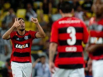 Hernane mostrou oportunismo nos gols do Flamengo Foto: Mauro Pimentel / Terra