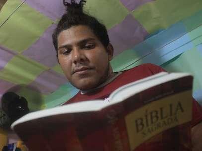 José Guedes Gomes, 25 anos, é o único dos quatro homossexuais de sua cela que usa roupa masculina Foto: Filipe Faraon / Especial para Terra